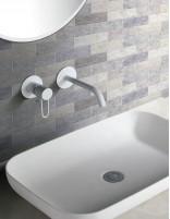 Grifo lavabo empotrado pared blanco